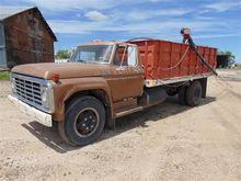1976 Ford F700 Grain Truck