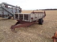 Farmhand F6007 Manure Spreader