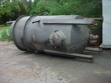 1,250 GALLON STAINLESS STEEL TA