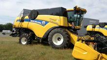 2014 New Holland CX8070 Combine