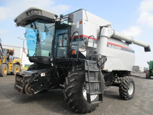 2002 Gleaner R62 Combine