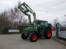 Fendt 208S Tractor with loader