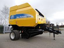 New Holland BR7070 baler