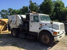 1999 International 4700 Tymco S