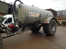 2009 1350 GALLON SLURRY TANKER