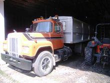 1985 Mack RD686S