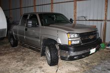2006 Chev 2500 HD light truck