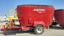 2010 SUPREME INTL 900T