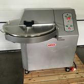 Mainca CM40 Cutters and vacuum