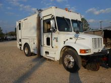 2002 International® 4900 Disman