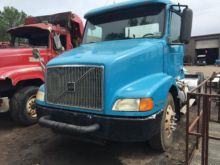 2002 '02 VOLVO DAY CAB WITH FIF