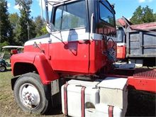 1986 FORD 9000