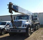 2011 INTERNATIONAL 7600 CRANE T