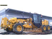 2013 CAT 140M2