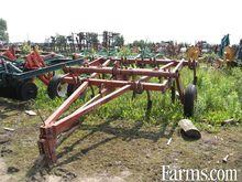 Kewanee 9 shank chisel plow $29