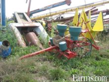 Used Oliver 2 row co