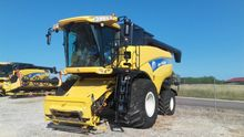 2008 New Holland CX8040 Combine