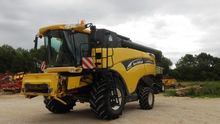 2003 New Holland CX820 Combine