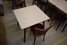 Table 80 x 80 cm with 2 chairs