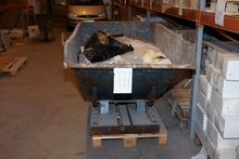 Tilt waste container to truck n