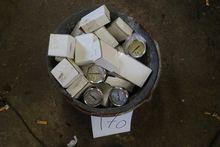 Bucket with manometers + vakumm