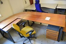 Cherry desk with side table / d