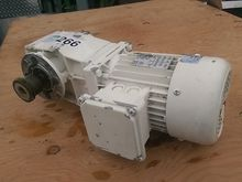 Lenze 480 Volt Motor with 90 De