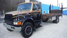 1995 International 4900 20' x 9