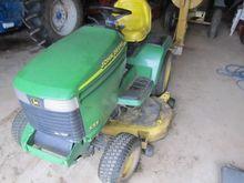 John Deere 335 Lawn tractor