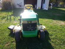 1997 John Deere 345 Lawn tracto