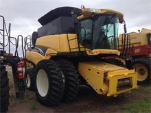 Used 2005 HOLLAND CR