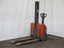Used 2005 BT SWE080