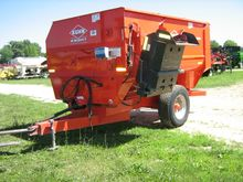 Kuhn Knight 3136 Feeder Wagon-P