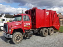 1977 FORD 9000 GARBAGE TRUCK