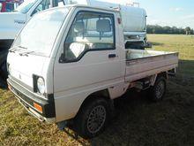 1989 Mitsubishi Pickup Truck, 3