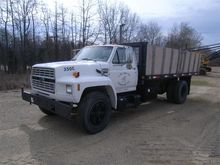 1993 Ford Flatbed - Lift and Du