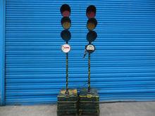 2 x Nissen Portable Traffic Lig