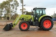 2016 Claas Arion 620C with Claa