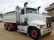 Used 2004 Mack Super