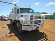 1990 Ford L8000 6X4 TIPPER WITH