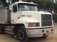 1999 Mack Fleetliner