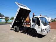 Used 2005 Isuzu NPR3