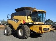 2003 New Holland CR 970 Combine