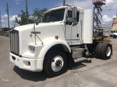 2003 Kenworth T800 Day Cab Truc