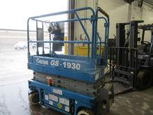 Used 2000 Genie GS 1