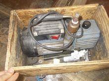Vacuum pump for gas installatio