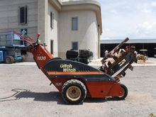 2001 DITCH WITCH 1030H