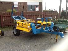SCANNELL 2 BALE TRAILING FEEDER