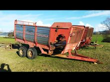 BUCKTON 10 CUB FEED OUT WAGON