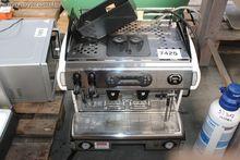 1 dubbele koffiemachine LASPAZI